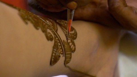 Application of designer Mehndi to an Indian bride