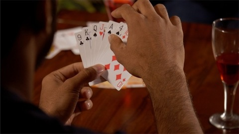 A single round of show of card by both the opponents playing a game of cards