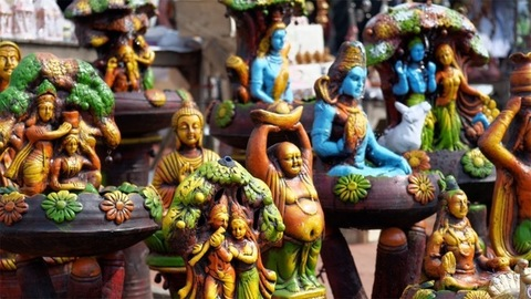 Beautiful showpieces, idols of gods and home decors in an Indian market of Delhi/NCR