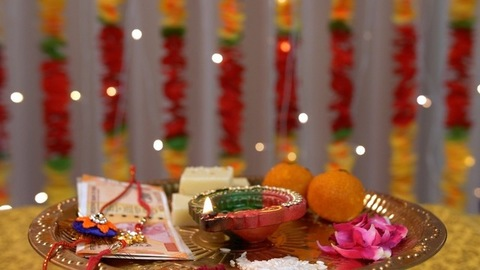 A beautiful rotating puja thali for Raksha Bandhan with colored background